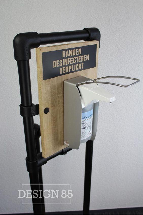 Door het gebruik van een desinfectie zuil Industrieel verminder je bacteriën en voorkom je de verspreiding van virussen. De desinfectie zuil kan op iedere locatie worden geplaatst waar handdesinfectie belangrijk is.. Foto geplaatst door Design85 op Welke.nl