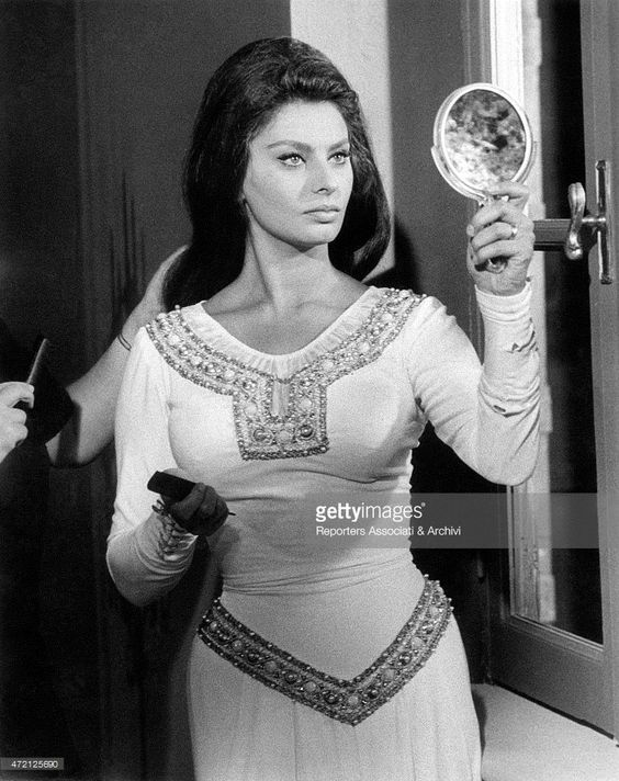 'Italian actress Sophia Loren (Sofia Villani Scicolone) looking at herself in a…