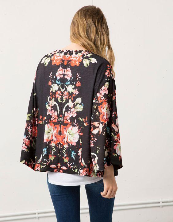 Kimono Bershka estampado flores - Blazers & Kimonos - Bershka España