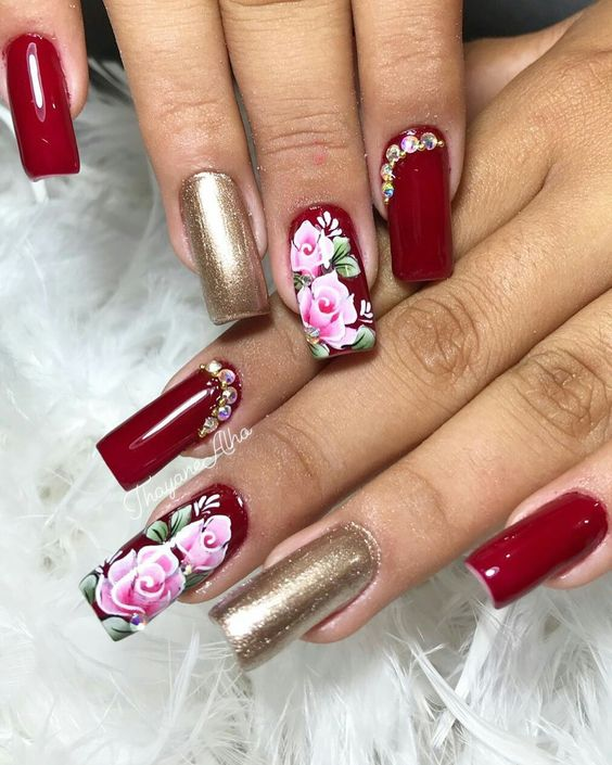 Pretty red and gold nail art idea #nails