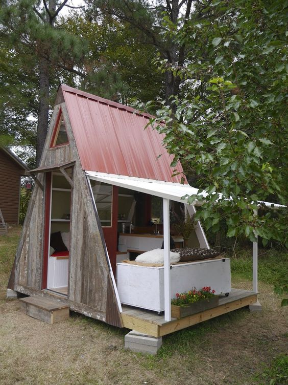 One of my favoirte cabins of Deet's fold out Vermont A frame style, awesome!