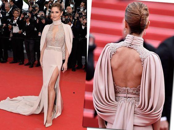 Cheryl Fernandez-Versini esbanjou sofisticação com o longo rosado que prezava pela camada extra nas costas