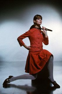 Jean Shrimpton sporting a vibrant red skirt suit, March 1965. Repinned by www.lecastingparisien.com