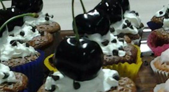 chocolade en kersen cupcakes