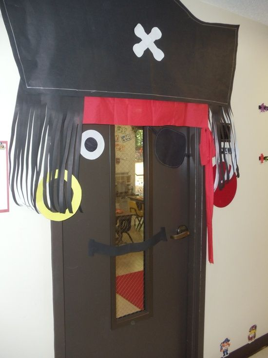 Pirate ideas for classroom google search for pam for Decoration porte salle de classe