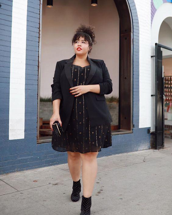 Look elegante com blazer vestido e coturno