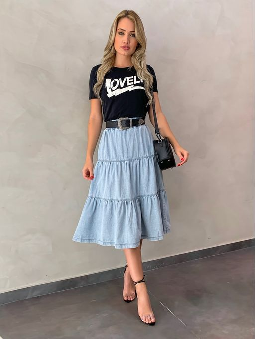 Ideia de look saia midi jeans, t-shirt #saiamidi #saiajeans #tshirt #looktshirt