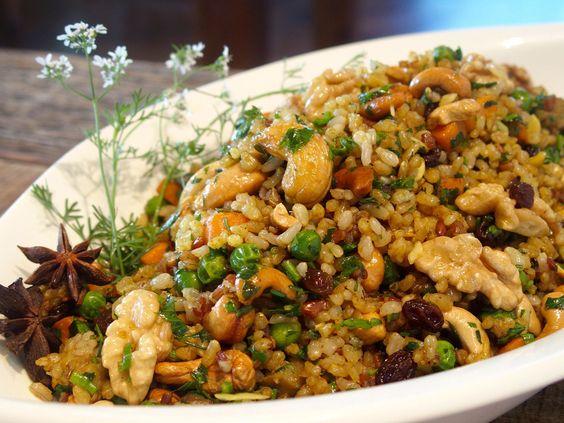 Salada de grãos com frutos e frutas secas, azeite de especiarias e hortelã; confira a receita!