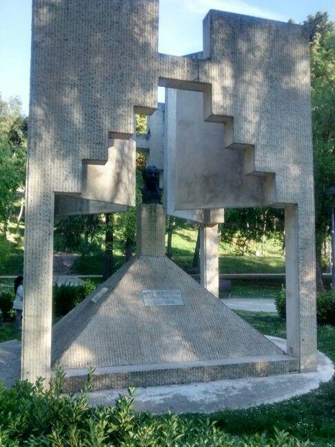 Monumento al actor Paco Martínez Soria, en el parque J. Antonio Labordeta de Zaragoza