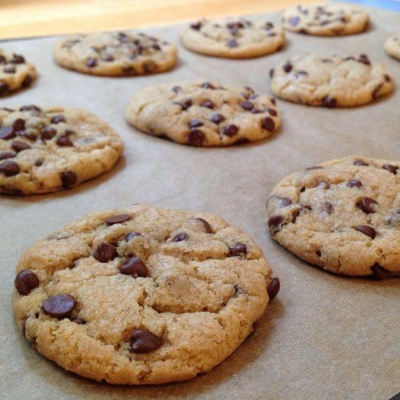 Galletas con chips de chocolate: http://galletas-con-chips-de-chocolate.recetascomidas.com/ - #recetas #chocolate #cookies