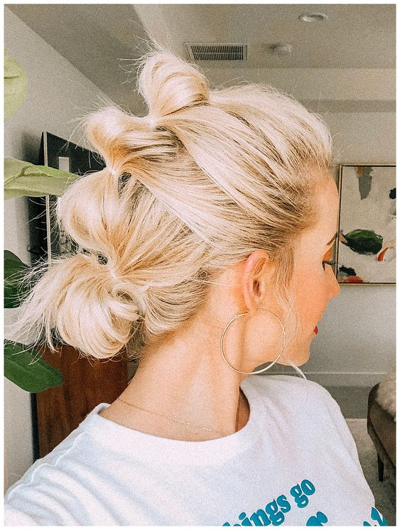 Update your hairstyle routine with this bubble ponytail tutorial! It's simple, stylish, great for second or third day hair. You will love it!