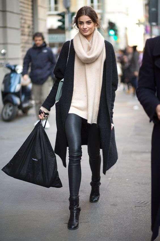 Pantaloni di pelle con pumps t bar, un'idea stilosa e glamour per abbinare le scarpe ai pantaloni di pelle.