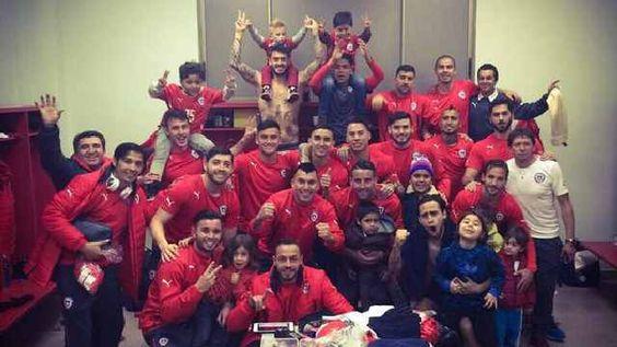 """[FOTO] Gary Medel mostró el camarín de la """"Roja"""" en plena celebración - Copa América   Deportes 13"""