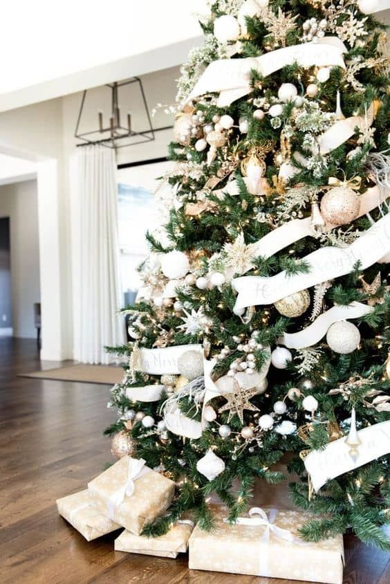 100 Christmas Tree Ideas For Your Home This Holiday Season Home Trends Magazine In 2020 Glam Christmas Decor Glam Christmas Holiday Decor