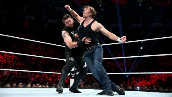 Ambrose aplica un cruel lazo.