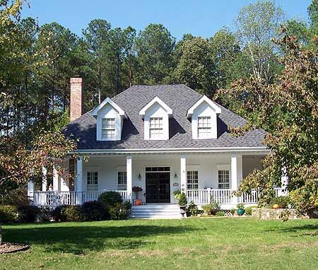 Home the floor and photos on pinterest for Southern homes with porches