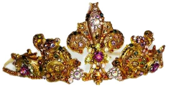 Accents of gold with this stunning tiara by EBTB preferred supplier Ethera Jewellery.