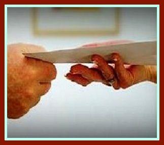 Savoir trouver la bonne orthographe entre remettre en main propre, et remettre en mains propres, en évitant les mains sales et les sales mains.