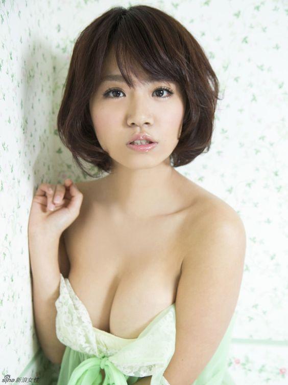 日本写真女星菜乃花化身嫩绿小精灵_高清图集_新浪网