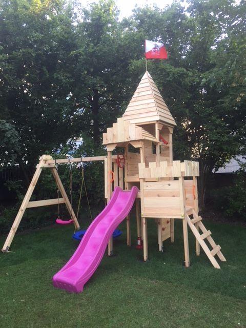 Und So Sieht Der Spielturm Von Bibex Die Ritterburg L120 Aufgebaut Aus Spielturm Ritterburg Spiele Im Garten
