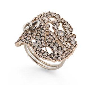 Anel de ouro rosé e Ouro Nobre 18K com diamantes cognac - Coleção Giverny Link:http://www.hstern.com.br/joias/p-produto/A0B192717/anel/giverny/anel-de-ouro-rose-e-ouro-nobre-18k-com-diamantes-cognac---colecao-giverny