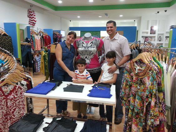 Ayer en horas de la tarde inauguramos nuestra primera tienda en Panamá en el Albrook Mall, Plata Alta, pasillo del Pinguino frente a Banesco, una empresa familiar que busca ofrecer la mejor calidad y servicio en tallas grandes grandes y ropa para maternidad. Síguenos en nuestro twitter @Monica´s Boutique