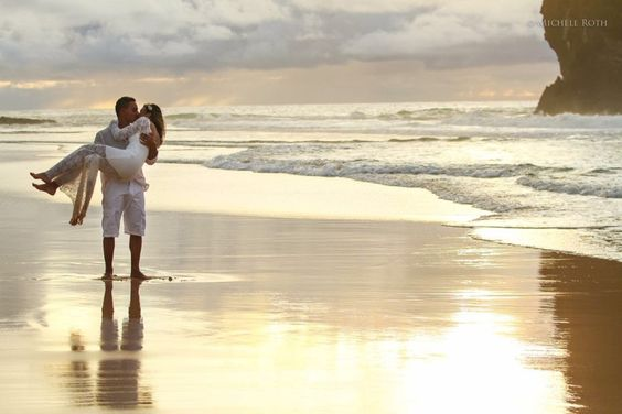 """Casar a dois em Fernando de Noronha (). A Camila e o Breno resolveram dizer o tão sonhado """"i do"""" nesse paraíso, só os dois.  Mas isso só foi possível, porque eles contaram com a ajuda das especialistas em #destinationwedding."""
