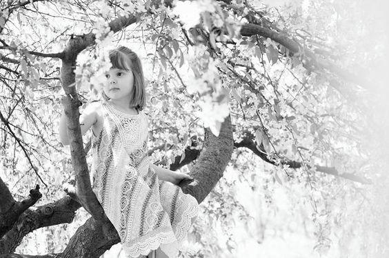 Keziah Joyce Photography | family portraits. little girl poses. family portrait ideas. family pictures. family picture ideas. family portrait photographer. family photographer. family portrait photography.