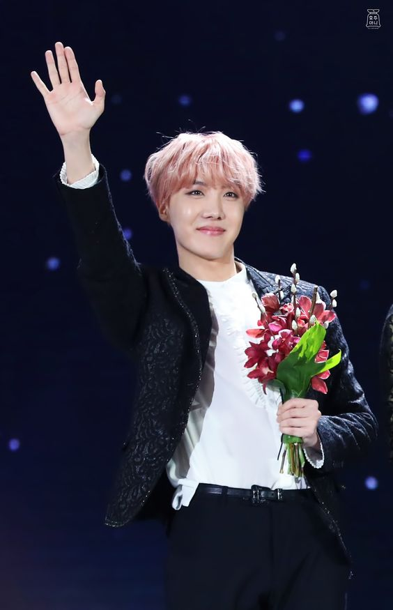 170114 BTS J-Hope at Golden Disk Awards. Talk about the beautiful flower holding some beautiful flowers
