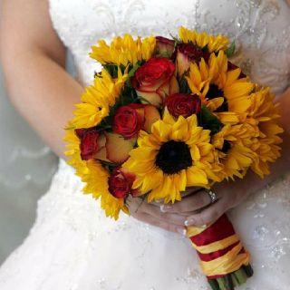 Sunflower rose bouquet wedding @teh1337cookie wedding