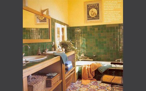 Salle de bain proven ale fa ence artisanale salle de for Faience salle de bain vert