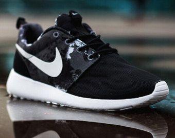 kjmfgi Womens Nike Roshe Run Black White Grey Print Floral GPX Palm Tree