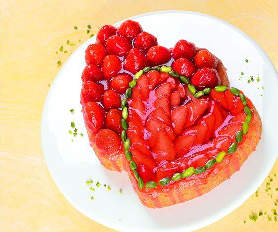 Erdbeer-Doppelherz -  Ein leckerer Obstkuchen mit Erdbeeren zum Muttertag oder ähnlichen Festen
