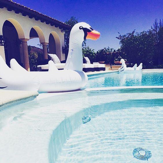 Khloé (@khloekardashian) • Instagram photos and videos