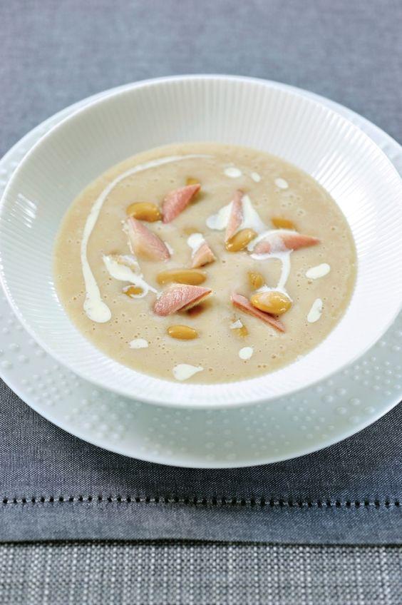 Witte bonensoep met gerookte paling  http://njam.tv/recepten/witte-bonensoep-met-gerookte-paling