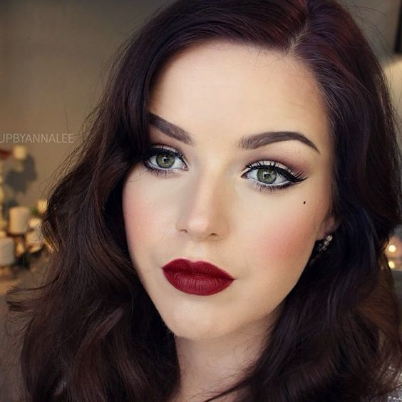 Stunning Burgundy Red Lips In 2020 Wedding Makeup Vintage Amazing Wedding Makeup Eye Makeup Styles