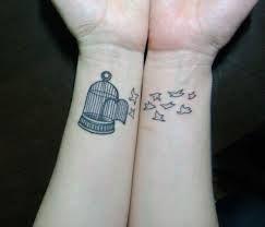 Resultado de imagem para tatuagens costela