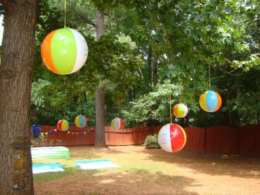 onde a gente vai colocar as bolas? tem um jardim? ou a gente coloca distribuido pelo salao penduradas do teto?