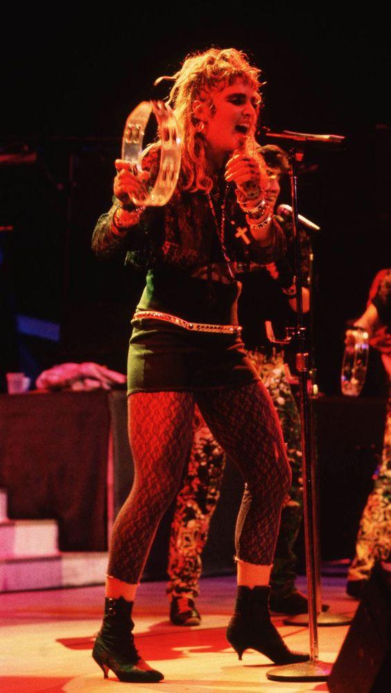 Pin for Later: De Geisha à Cow-Girl, en Passant Par Punk-Lady, Retour sur les Moments Mode les Plus Fous de Madonna  Lors d'un concert à New York en 1985.