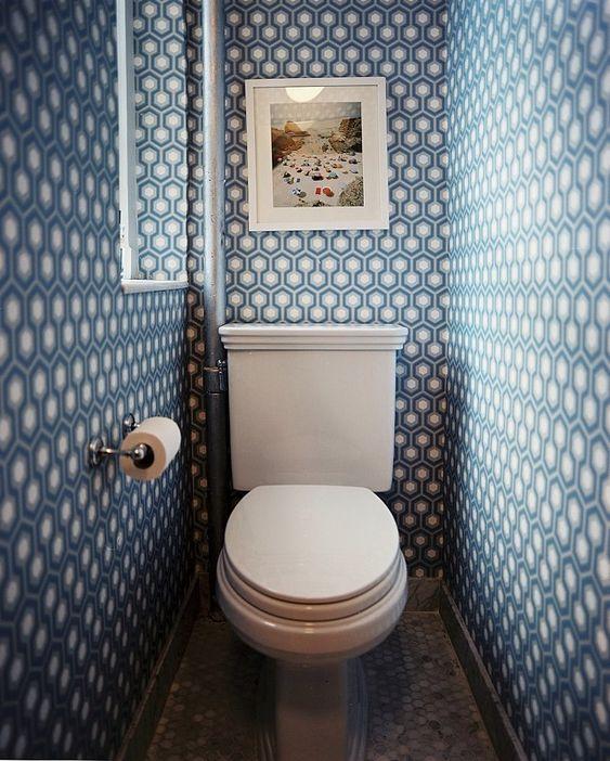 Bathroom wallpaper (Lonny Feb/Mar 2010)
