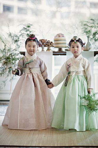 한복 Hanbok : Korean traditional clothes[dress]. #HanBok