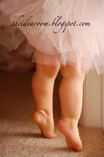 baby tip toes