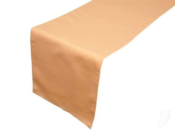 Dinner table; Tafelloper - Peach (polyester) 7,25 Dit vindt ik het mooist met witte servetten op de 'houten' tafel zónder jute tafelloper. De tafel blijft op deze manier rustig met in de boeketjes af en toe een koraal bloem als kleur accent. Rest van de kleuren blijven wit, groen, zachtroze, grijs en hout.