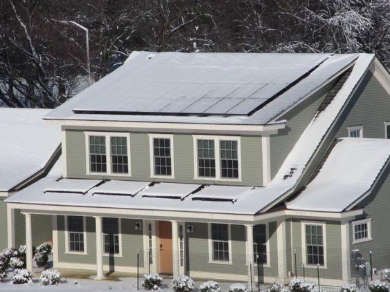 Conheça a casa que zera a conta de luz e produz excedente de energia | vivagreen
