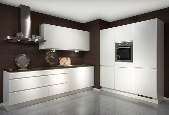 #Küche in Weiß #Küchenzeile www.dyk360-kuechen.de