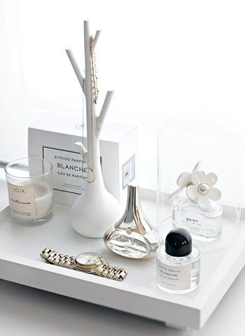 rangement maquillage les plus jolis plateaux et pr sentoirs pour les produits de beaut. Black Bedroom Furniture Sets. Home Design Ideas