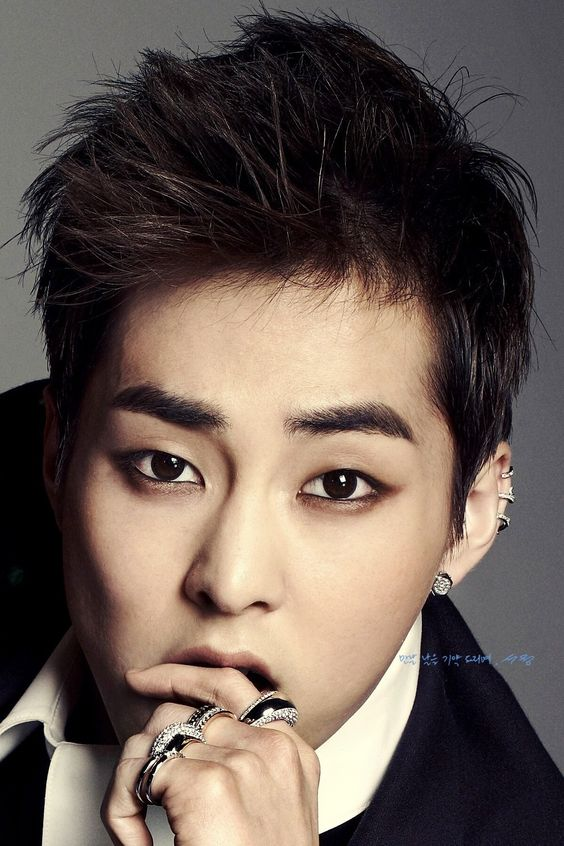 Exo Lay Eyeliner Xiumin's makeup tho... (i can't even put eyeliner on...
