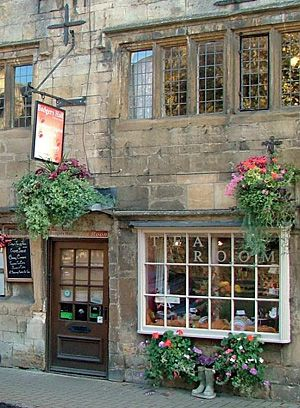 Welcome to Badgers Hall - for teas, cakes and Cotswold bed and breakfast - UK