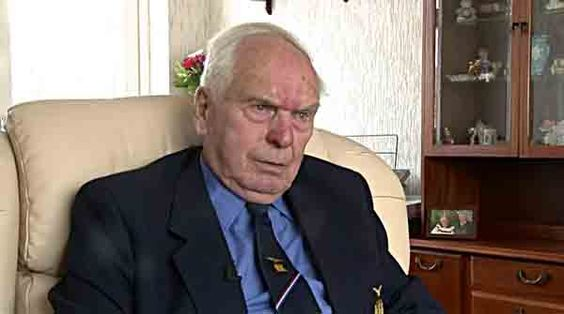 Ron Andrews was delighted to join the RAF until he found out that he would end up doing extra service because of the Berlin Airlift.