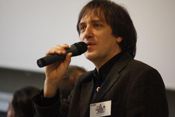 Arnaud Mercier, directeur de l'observatoire du webjournalisme (Obsweb) et professeur d'information-communication. Fondateur et directeur de la licence professionnelle de webjournalisme à l'Université de Metz. Twitter : @ArnauddMercier. Anime les débats du jeudi (16h30 - 18h15) et du vendredi (9h45 - 12h).